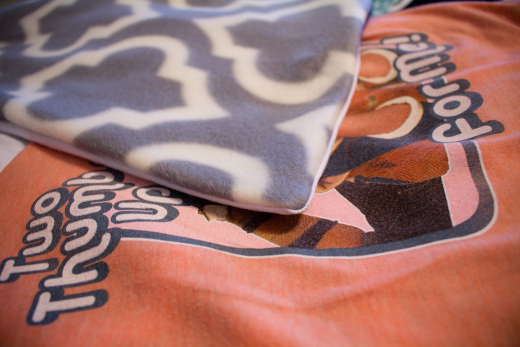 How to make your own t-shirt blanket DIY | Teaspoon of Nose