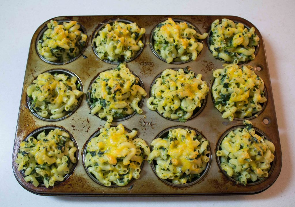 These macaroni & cheese muffins are the perfect little handheld bite as an appetizer or side dish at a party! | Teaspoon of Nose