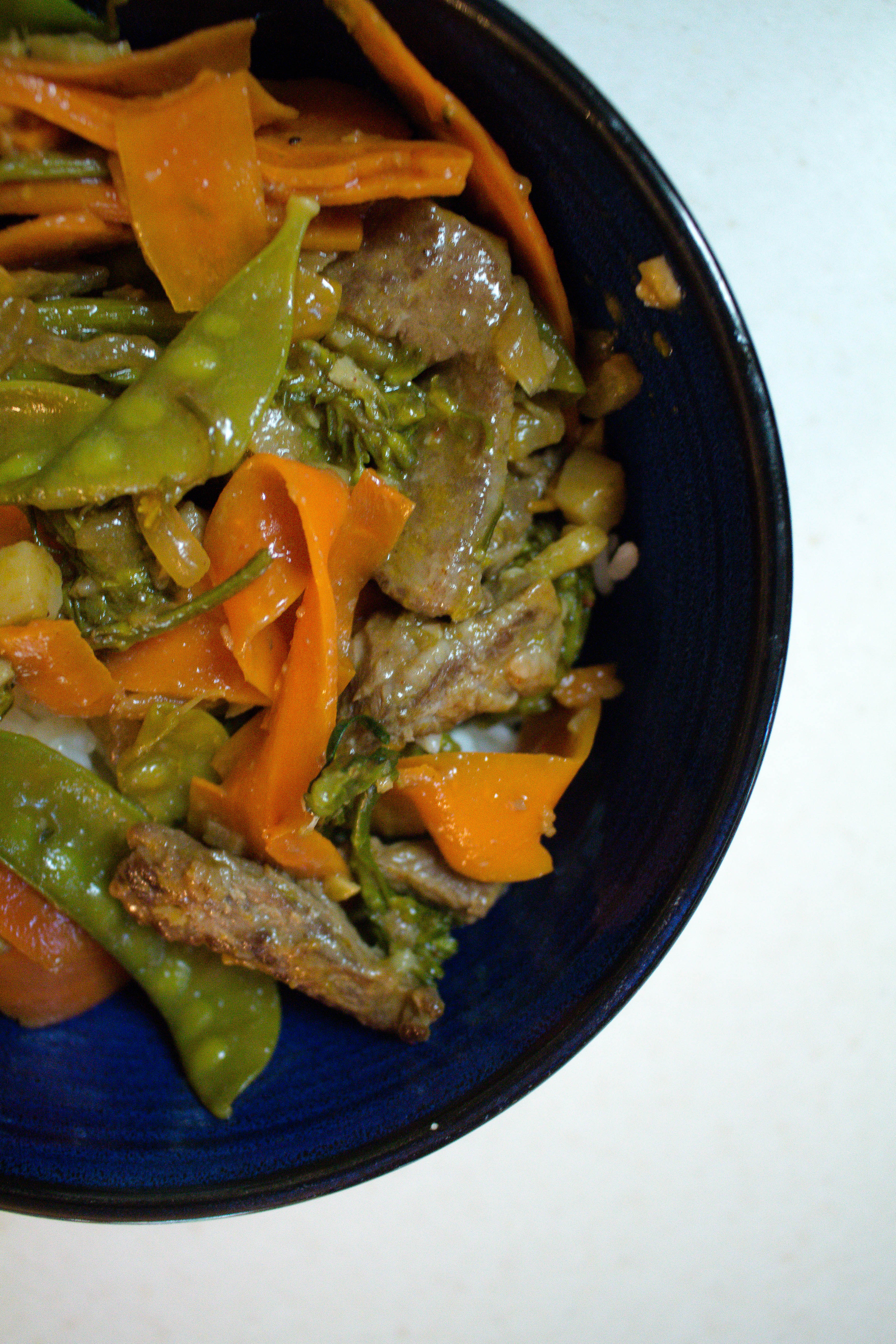 Hoisin beef stir-fry makes a great veggie-packed dinner with great smoky spiced flavor! | Teaspoon of Nose