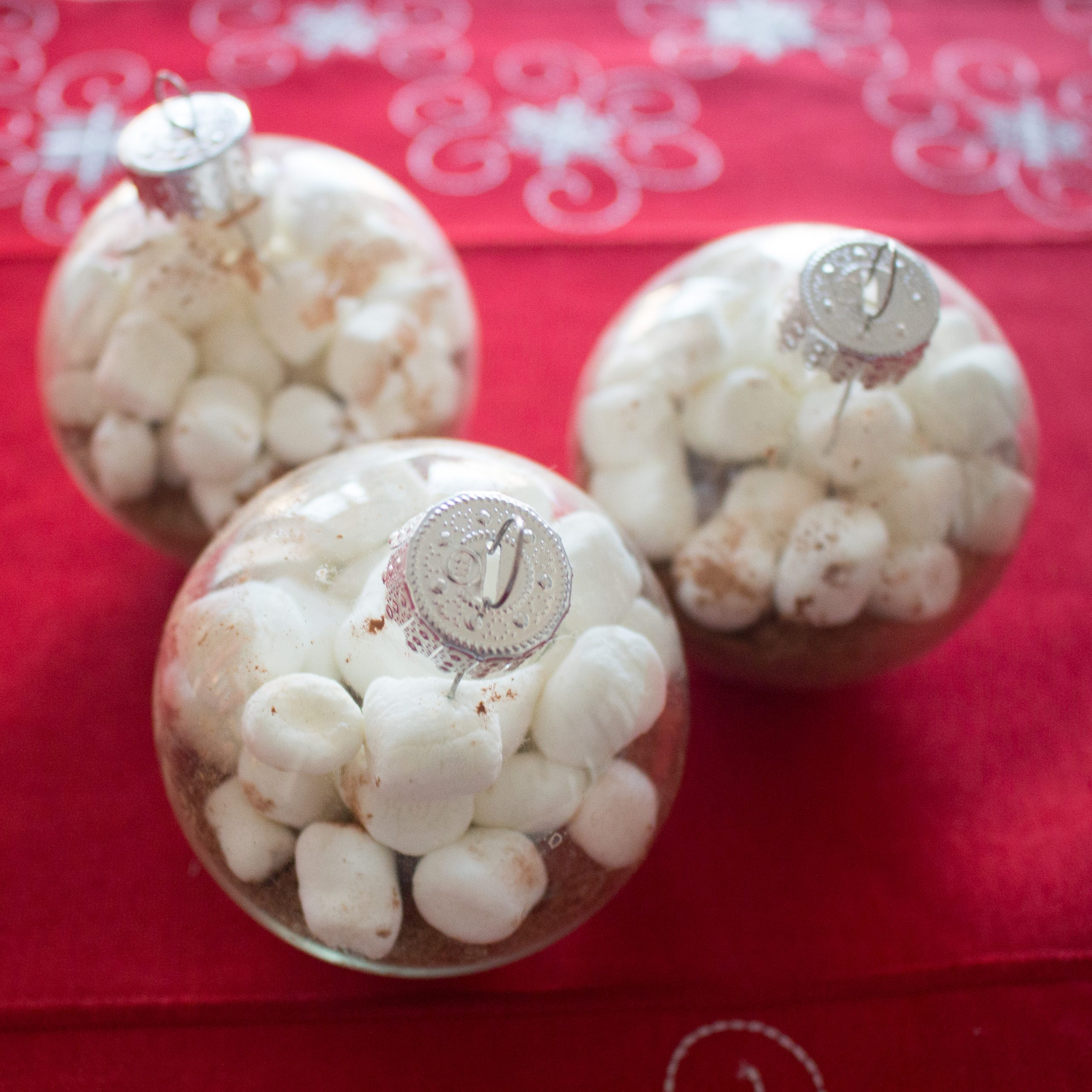 These DIY hot chocolate ornaments make the perfect easy gift idea!
