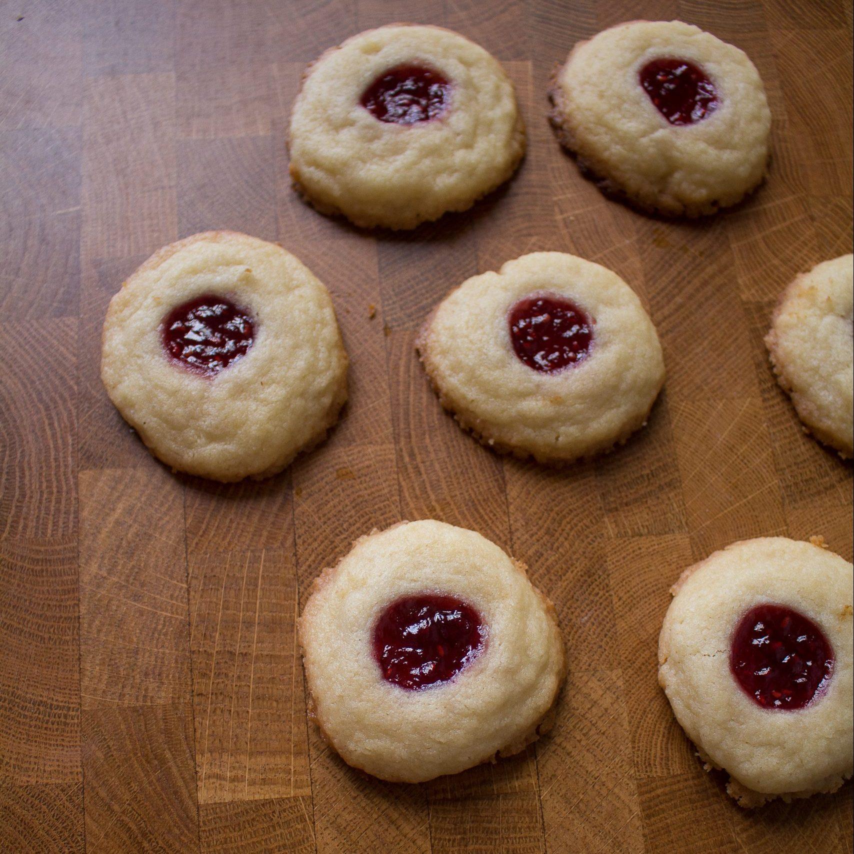 Summertime cookies right here! Raspberry Almond cookies| Teaspoon of Nose