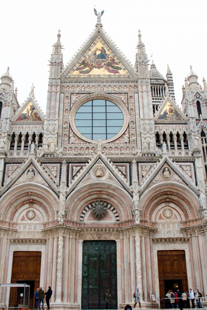 At just an hour from Florence, Siena is a popular day trip destination, but it has enough to offer that you can easily enjoy a weekend here!
