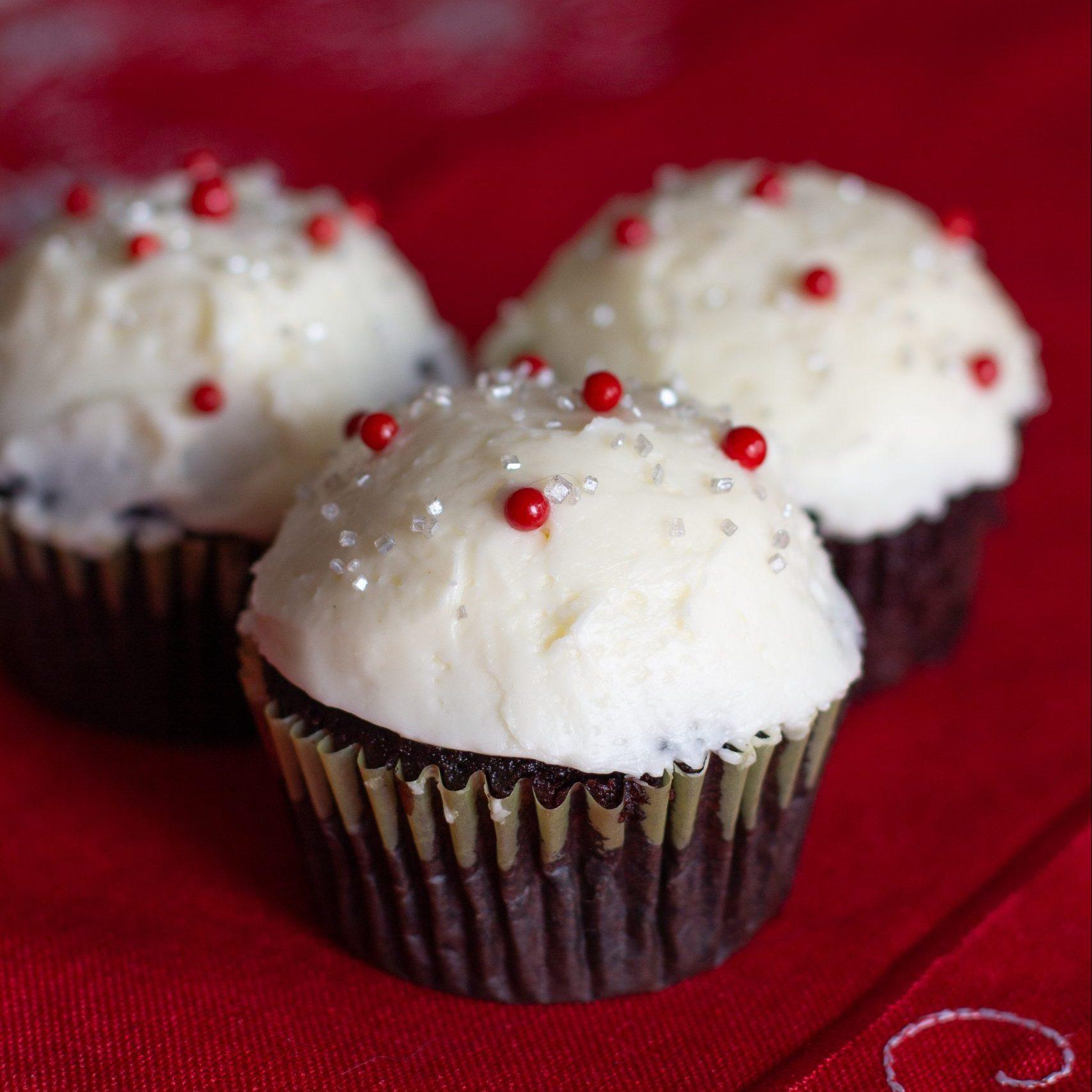 Dark Chocolate Peppermint Cupcakes - with peppermint swiss meringue buttercream