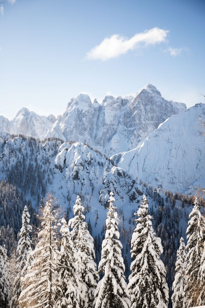 Monte Lussari looks like a postcard come to life, and makes a perfect alpine day trip! Just outside Tarvisio, Italy | Teaspoon of Nose