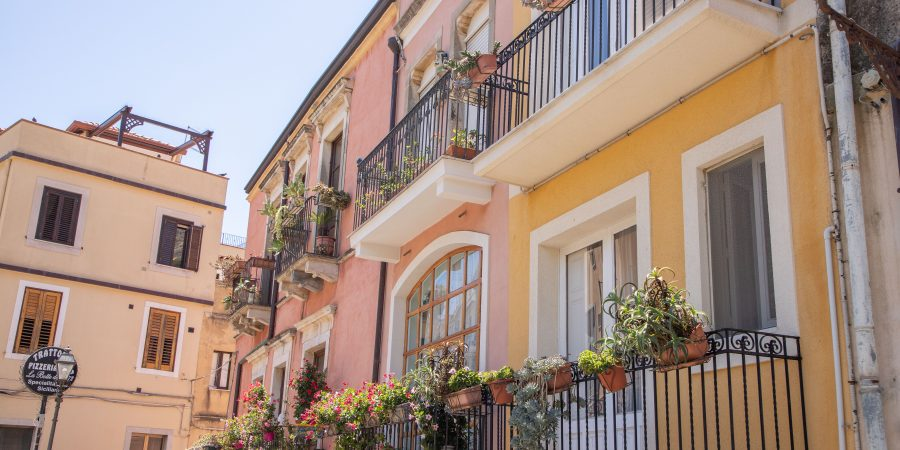 Taormina may be the most popular beach town in Sicily for Italians for good reason! Here's how to plan your time in the city! | Teaspoon of Nose