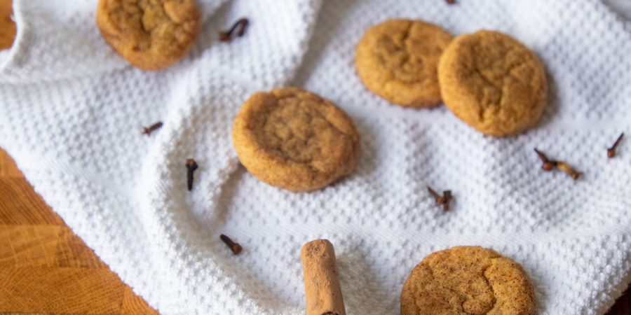 Pumpkin snickerdoodles are a fun fall twist on a classic cookie! The cinnamon-sugar perfection of the classic gets ramped up for autumn. | Teaspoon of Nose